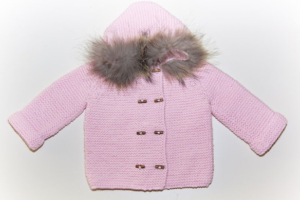 Abrigo de lana merino rosa para bebés de Casilda y Jimena
