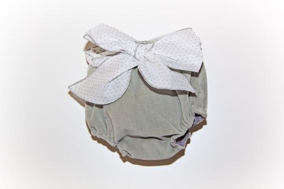 Culotte modelo maxilazo elaborado en terciopelo de algodón gris de Casilda y Jimena
