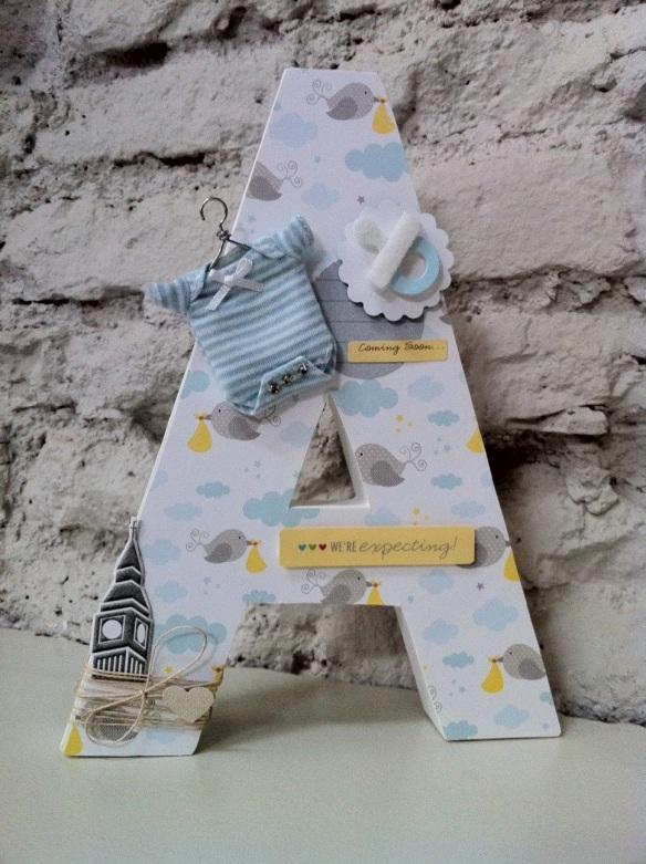 Letra A Emedemauro, letras decorativas para cuartos infantiles hechas a mano mediante scrapbboking