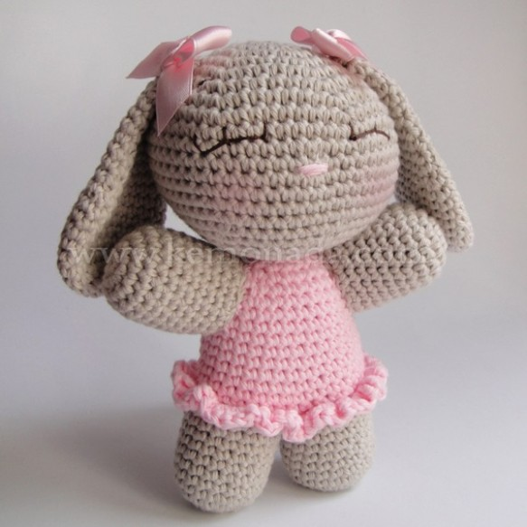 Conejita amigurumi con vestido Kemonada