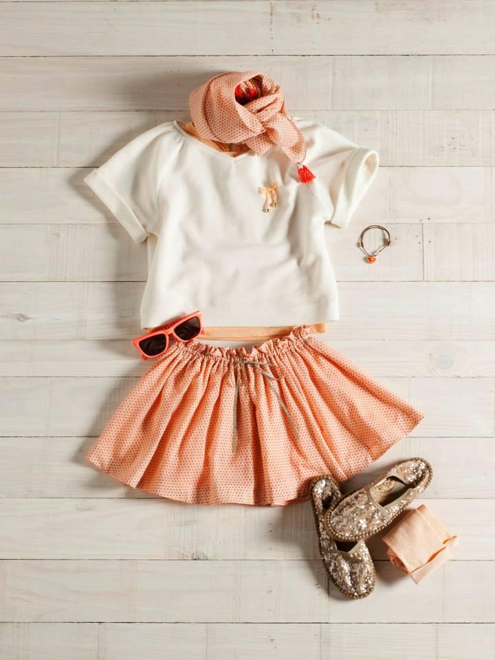 Camiseta, falda y alpargatas para niñas,