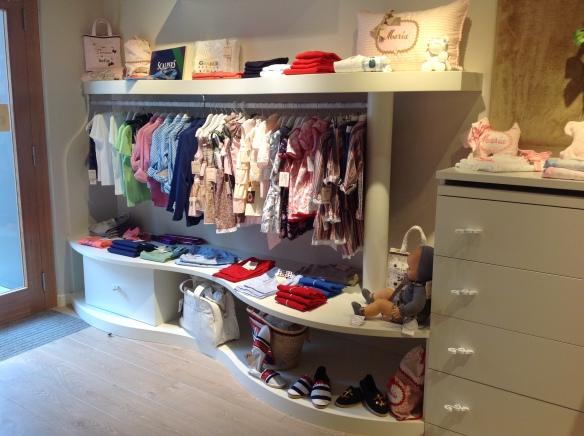 Interior de la boutique infantil Ascott, en Vitoria-Gasteiz