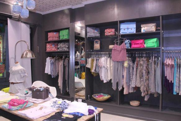 Detalle de la tienda de moda infantil y juvenil Noon Kids, en Sevilla (Muñoz Olivé )