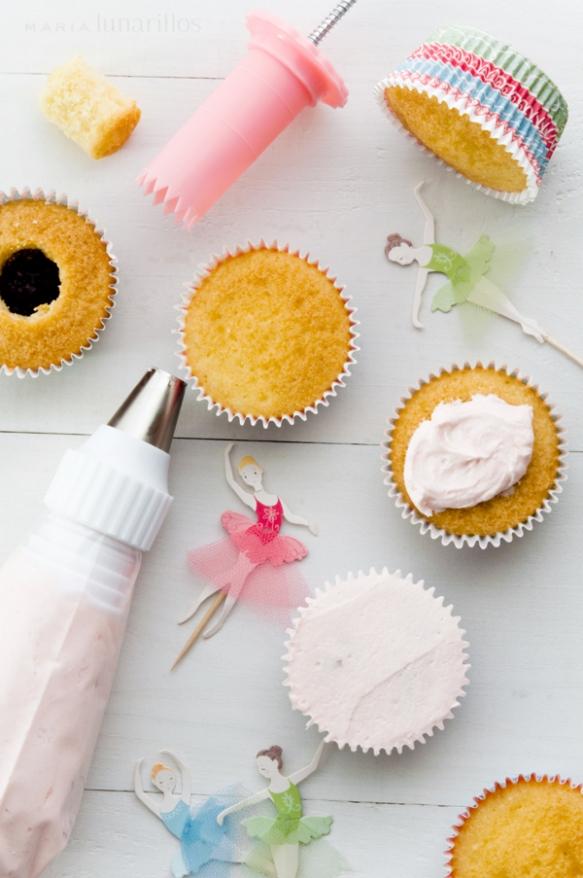 Preparación cupcakes helado de fresa bailarinas de María Lunarillos