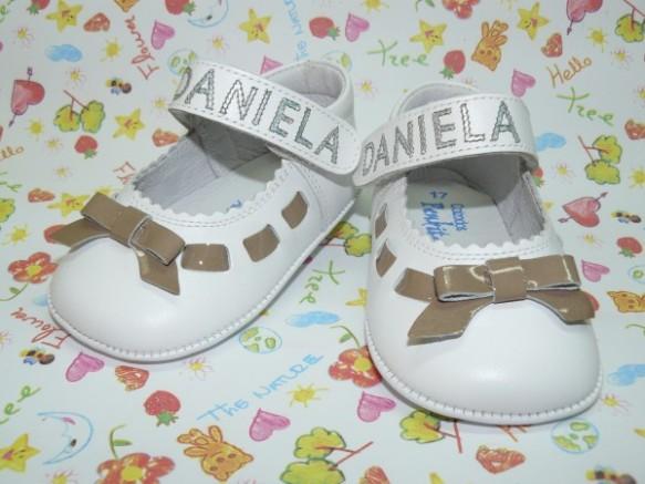 Zapatos personalizados para niña de Peukito